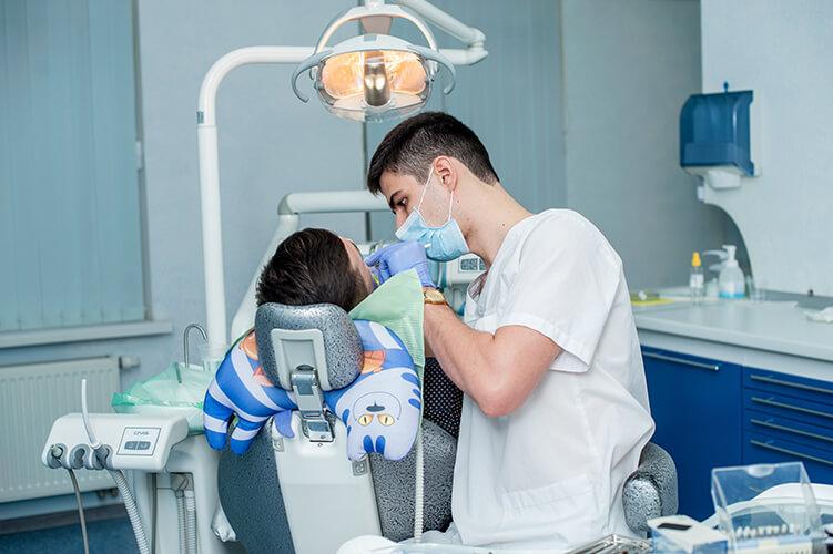 Ткаченко Сергей - врач-стоматолог терапевт в Запорожье