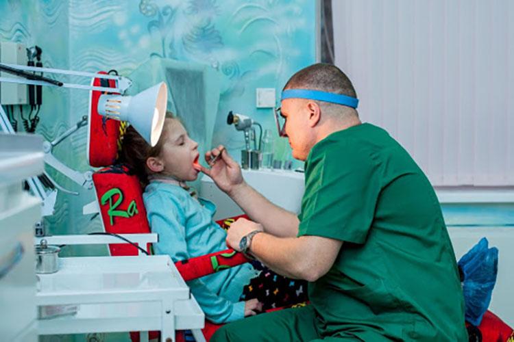 Олейник Вячеслав - детский ЛОР-врач, детский мед.центр Гамма +